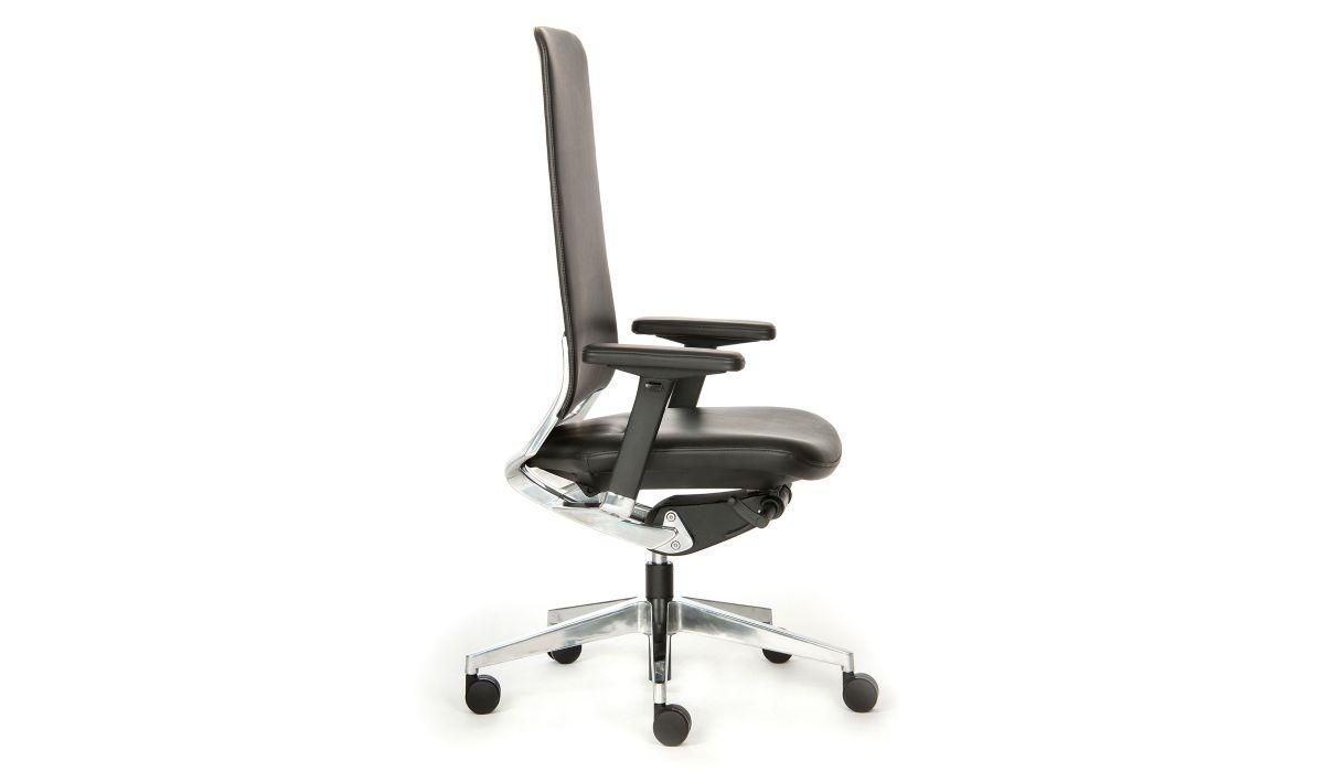 Drehstuhl Slim mit Multifunktionsarmlehnen, poliertem Fußkreuz und extra hohem Rücken